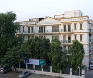 Fortis LaFemme Hospital